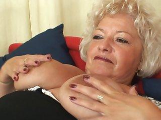 Wild solo masturbation with a mature lady