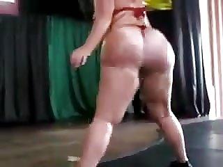 UN GRANDE JUMBO NALGONA Brazilena MADURA Twerking