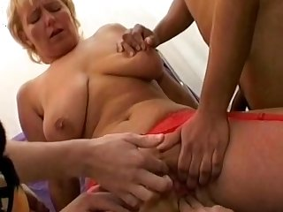 Gangbang action with mature mom with saggy tits